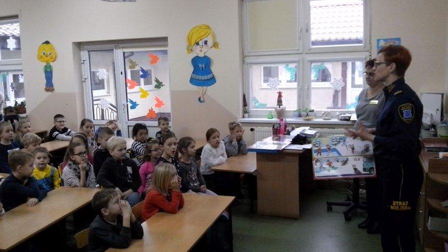 Klasy II szkoły podstawowej odwiedziła Straż Miejska