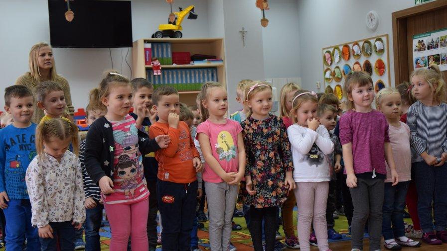 """Krotoszyńska Biblioteka Publiczna im. Arkadego Fiedlera gościła w Przedszkolu """"Smerfuś"""""""